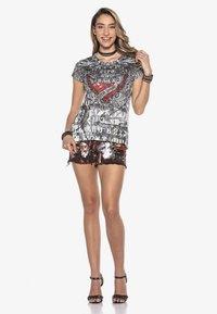 Cipo & Baxx - BRAVE - Denim shorts - burgundy - 1