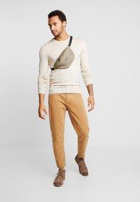 KIOMI - Strickpullover - mottled beige - 1