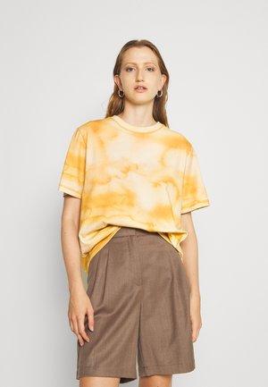 RUSH TEE - Print T-shirt - yellow