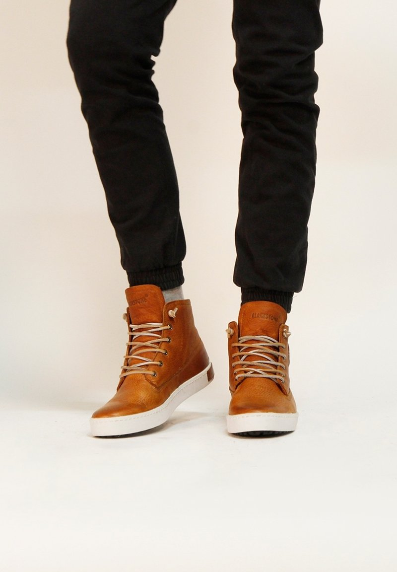 Blackstone - Höga sneakers - cognac