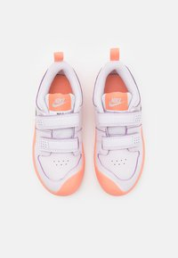 Nike Performance - PICO 5 UNISEX - Sportovní boty - light violet/metallic platinum/crimson bliss/white - 3
