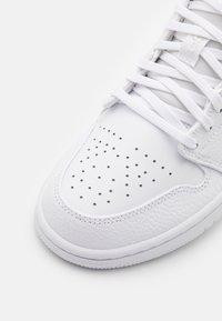 Jordan - AIR 1 - Tenisky - white/hyper crimson/light bone/vintage lichen - 5