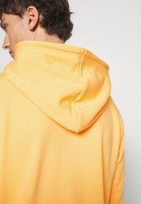 adidas Originals - ESSENTIAL HOODY UNISEX - Hoodie - hazy orange - 4