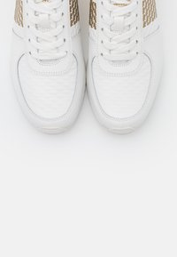 MICHAEL Michael Kors - ALLIE WRAP TRAINER - Sneaker low - optic white/gold - 6