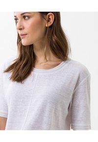 BRAX - STYLE CATHY - Basic T-shirt - white - 3