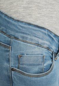 MAMALICIOUS - MLBIRDIE NEW HIGH BACK - Jeans Skinny Fit - light blue denim - 2