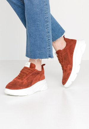 CPH40 - Trainers - ketchup