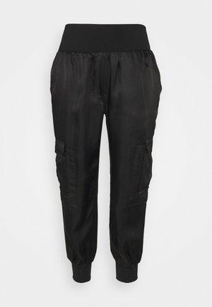 GILES PANTS - Bukse - black