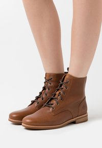 Timberland - SOMERS FALLS LOW LACE UP - Bottines à lacets - rust - 0