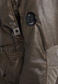 C.P. Company - MEDIUM JACKET NYBER SPECIAL DYED - Lehká bunda - dark olive - 4