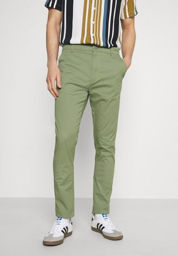 JIM LIGHT - Chino - hedge green