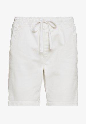 SLIM JOGGER - Szorty jeansowe - white