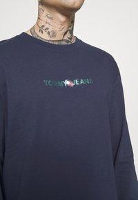 Tommy Jeans - LOGO TEE UNISEX - Långärmad tröja - twilight navy - 3