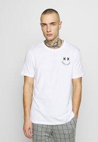 YOURTURN - T-shirt z nadrukiem - white - 2