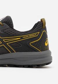 ASICS - SCOUT - Trail running shoes - graphite grey/saffron - 5