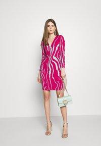 Just Cavalli - Pouzdrové šaty - magenta/mint variant - 2