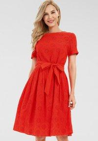 Apart - Robe d'été - orangerot - 0