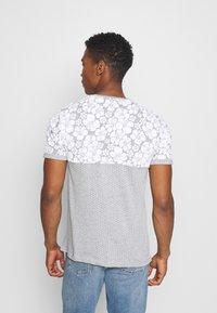 Brave Soul - PEARL - Print T-shirt - grey marl/white - 2
