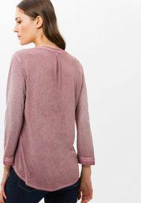 BRAX - STYLE CLARISSA - T-shirt à manches longues - pink - 2