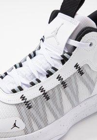 Jordan - JUMPMAN 2020 - Koripallokengät - white/metallic silver/black - 5