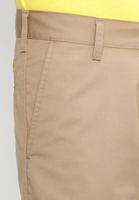 Carhartt WIP - PRESENTER DUNMORE - Shorts - leather rinsed - 3