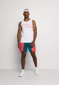 Nike Performance - TANK - Funktionströja - white/hyper crimson - 1