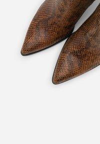 Vero Moda - VMLIZA  - High heeled ankle boots - cognac - 5