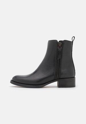 ALAIN - Korte laarzen - black