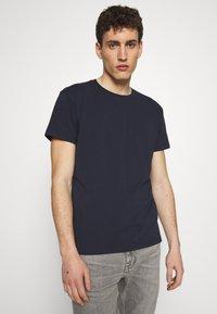 CLOSED - T-shirt basic - dark night - 0