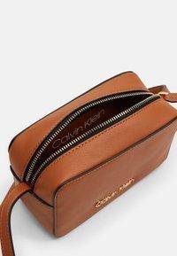 Calvin Klein - CAMERABAG - Borsa a tracolla - brown - 2