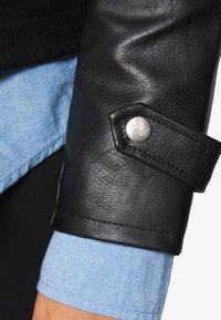 ONLY Carmakoma - CARFINA BIKER JACKET - Imiteret læderjakke - black - 4