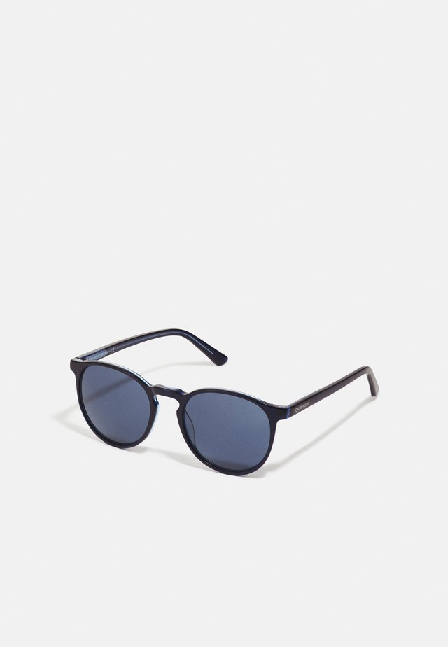 UNISEX - Sonnenbrille - crystal navy/light blue