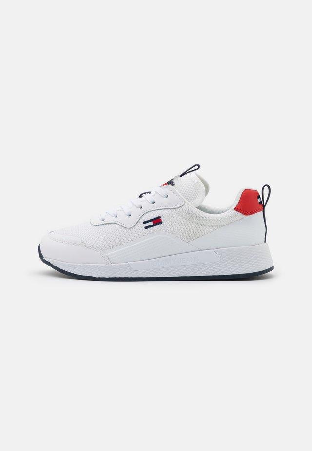 TECHNICAL DETAIL RUNNER - Sneakersy niskie - white