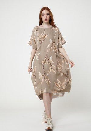 ASHLEY - Day dress - beige, braun