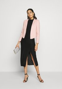 Vero Moda - VMJANEY SHORT - Blazer - misty rose - 1