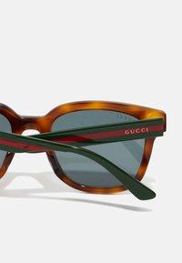 Gucci - Sluneční brýle - havana/green/grey - 2