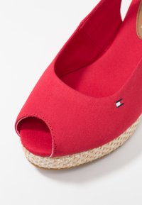 Tommy Hilfiger - ICONIC ELBA BASIC SLING BACK - Platform sandals - red - 2