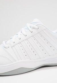 K-SWISS - COURT SMASH - Multicourt tennis shoes - white/navy - 5