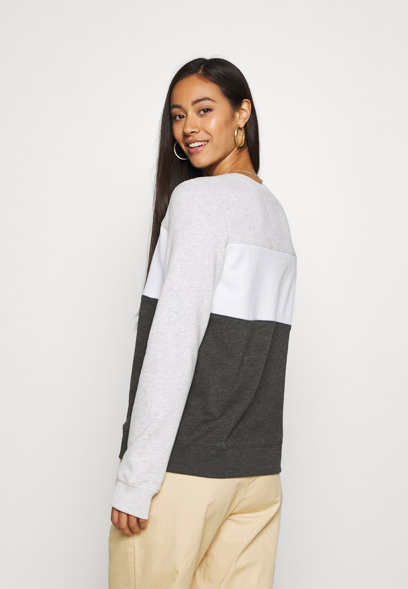 Hollister Co. - FASHION CREW - Sweatshirt - grey/white
