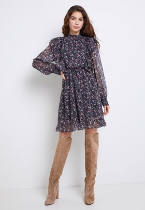 ONLJENNIFER FLOUNCE DRESS - Kjole - black