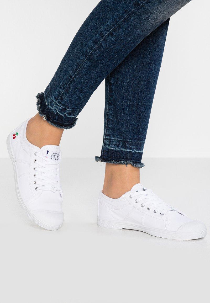 Le Temps Des Cerises - BASIC - Sneakersy niskie - white
