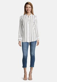 Cartoon - MIT KRAGEN - Button-down blouse - white/grey - 1