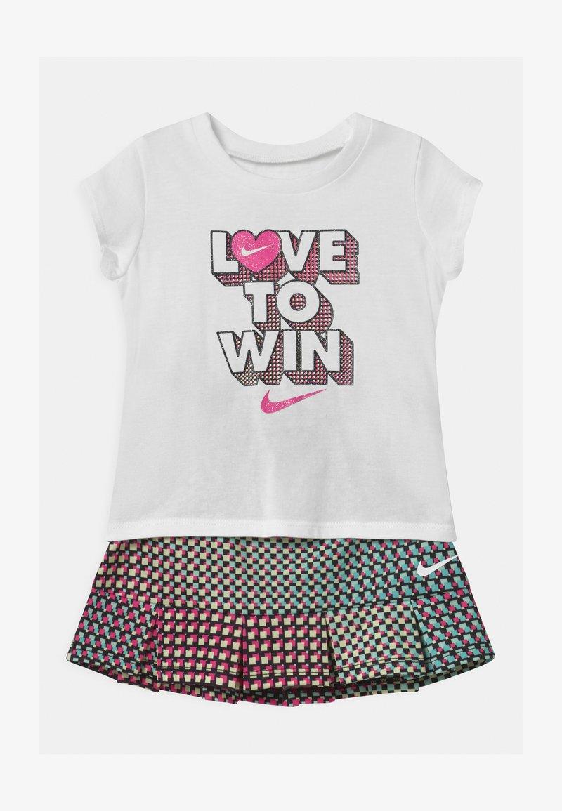 Nike Sportswear - PIXEL POP SCOOTER SET - Falda acampanada - black