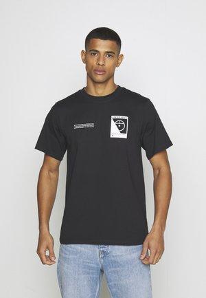 STEEP TECH LOGO TEE UNISEX  - T-shirt z nadrukiem - black