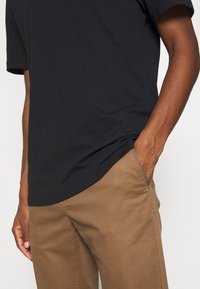 Selected Homme - SLHRELAXCOLMAN O NECK TEE - T-shirt - bas - black - 5