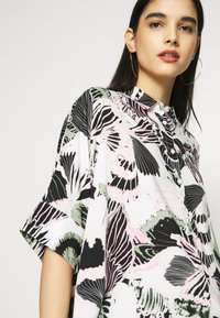 Monki - LUCA BLOUSE - Button-down blouse - white - 3