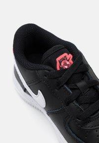 Nike Sportswear - FORCE 1 - Trainers - black/white/flash crimson - 5