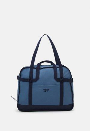CLASSIC TAILORED PACKABLE GRIP SEASONAL UNISEX - Sports bag - blue slate