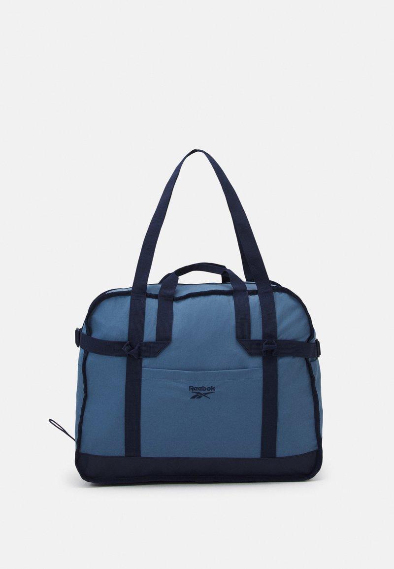 Reebok Classic - CLASSIC TAILORED PACKABLE GRIP SEASONAL UNISEX - Sportovní taška - blue slate