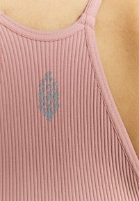 Free People - CROPPED RUN TANK - Sujetador deportivo - pink - 4